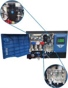 HG702, met linksboven de troebelheidssensor en rechtsonder het doorstroomarmatuur